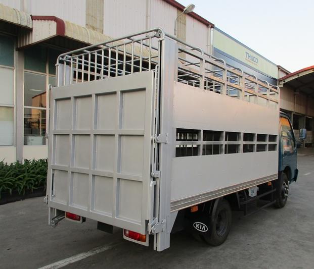 xe chở lợn 2 tầng